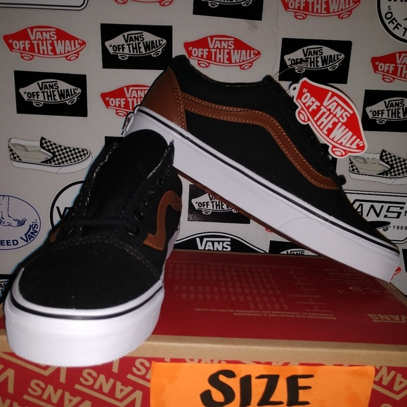 e7db612e6bfb VANS OLD SKOOL SIZE 7.0 MEN 8.5 WOMAN